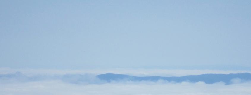 utsikt över ett molntäckt landskap